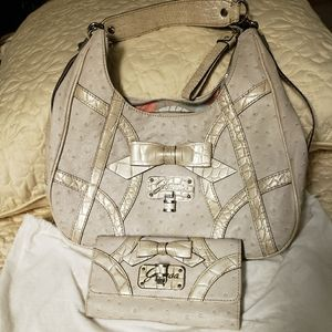 Guess Shoulder bag and Wallet in Off White Ostrich